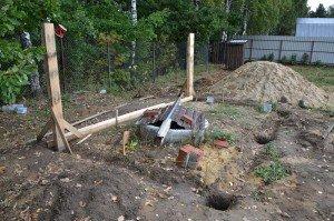 Фото установки столбов для каркасного сарая, fundament-expert.ru