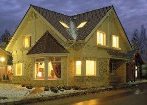 На фото - деревянный каркасный дом, poremontu.ru