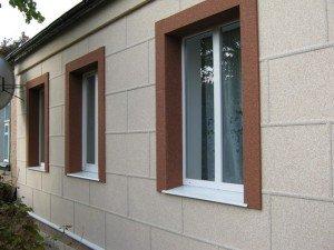На фото - штукатурка каркасного дома мраморной крошкой, fasad-zp.at.ua