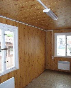 На фото - монтаж стеновых и потолочных декоративных панелей, stroy24.by