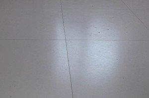 На фото - узкие швы между плиткой, remontsami.com