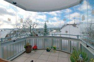 Фото безрамной системы остекления балкона, build-experts.ru
