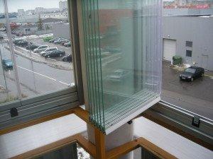 Фото безрамного холодного остекления балкона, stroyday.ru