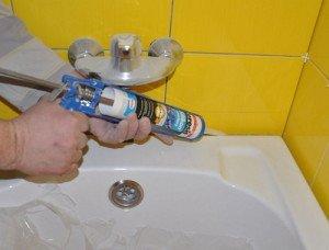 Фото водостойкого герметика для ванной, vannaya-prosto.ru