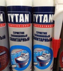 На фото - санитарные герметики Титан, recn.ru