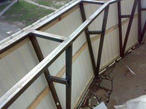 На фото - изготовление конструкции балкона с выносом, teplica-parnik.net