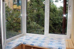 На фото - остекление балкона металлопластиковыми окнами, teplovik.promobud.ua