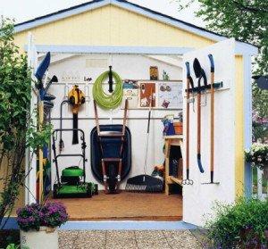 На фото - сарай для садово-огородных инструментов, idealsad.com