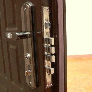 Фото запорного механизма 3 класса для стальной двери, sdelaidver.ru