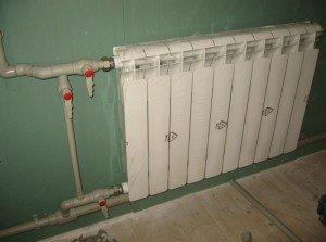 На фото - боковое подключение радиатора отопления, moisant.umi.ru