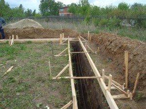На фото - подготовка к строительству фундамента, stroydomabani.ru