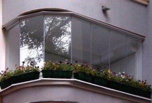 Фото безрамного панорамного остекления балкона, remontprofi.ru