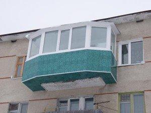 На фото - теплое остекление балкона с выносом со всех сторон, best-balkon.kh.ua