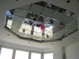 В чем достоинства зеркальных потолков? фото