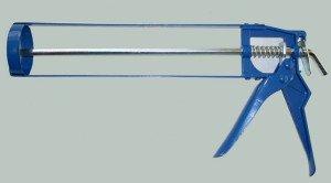 На фото - конструкция строительного монтажного пистолета для герметика, hoz-stroi.ru
