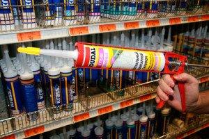 Фото вставления баллона с герметиком в пистолет, hsi.ru
