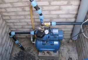 На фото - двухтрубная бытовая станция водоснабжения, aqua-rmnt.com