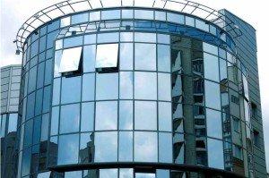 На фото - стеклянный фасад банка, adisem.com.ua