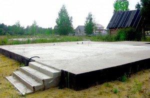 На фото - плитный фундамент для беседки, strudom.ru