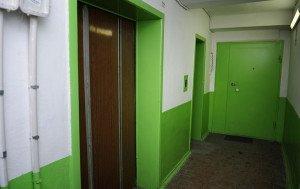 На фото - квартира около шахты лифта, newsvl.ru