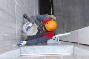 На фото - полиуретановый герметик для заделки стыков изделий из камня, liveinternet.ru
