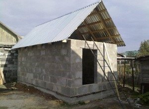 Фото строительства сарая для скотины из пенобетонных блоков, openoblokah.ru