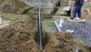 На фото - угол наклона труб канализации в загородном доме, remont-express.ru