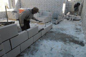 На фото - перегородки между стен из пеноблоков, obloke.ru