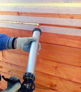 Фото малярного скотча для защиты дерева при герметизации, sazi.ru