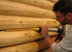 На фото - пистолет для шовного герметика по дереву, utepleniedoma.com