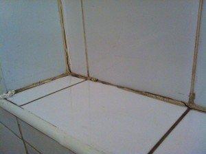 Фото применения некачественного силиконового герметика, termoum.ru