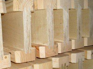 На фото - деревянные двутавры для строительства дома, dacha.wcb.ru
