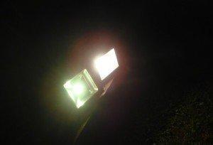 На фото - светодиодные прожекторы, mysku.ru