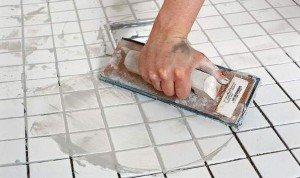 Фото нанесения затирки для плитки, o-vannoy.ru