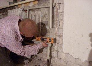 На фото - установка алюминиевого радиатора, gidotopleniya.ru