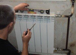 Фото установки биметаллического радиатора, raschet-sektsi-radiatora.ru