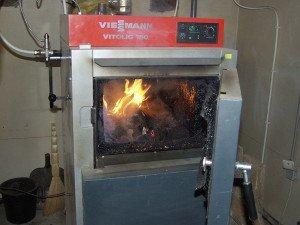 На фото - пиролизное отопление для дома, srubimdom.com
