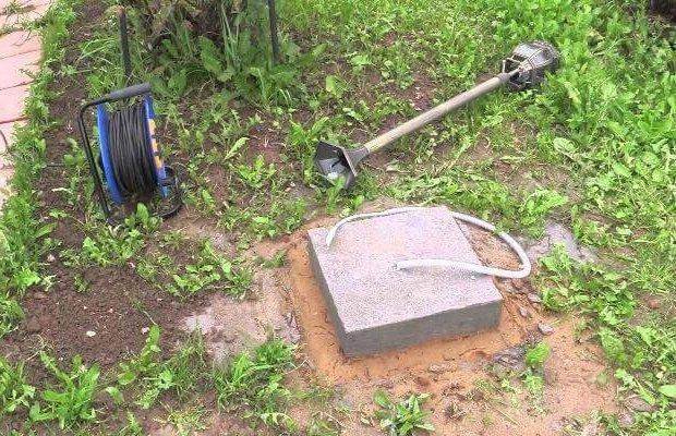 Установка столбов для фонарей на загородном участке фото
