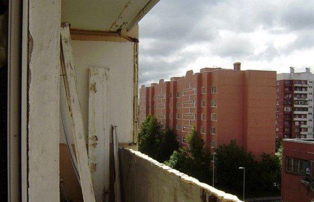 Фото демонтажа старой балконной рамы