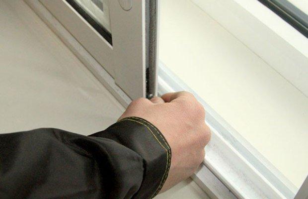 Фото регулировки фурнитуры рамы из алюминиевого профиля