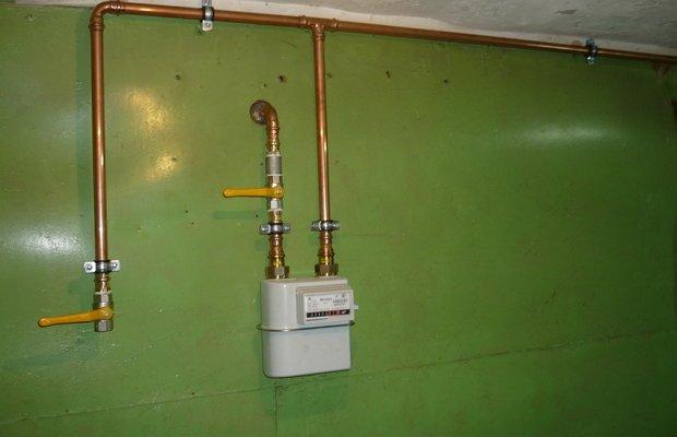 На фото - сборка элементов газоснабжения