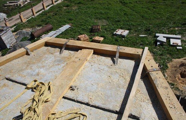 Как обустроить полувальмовую крышу?