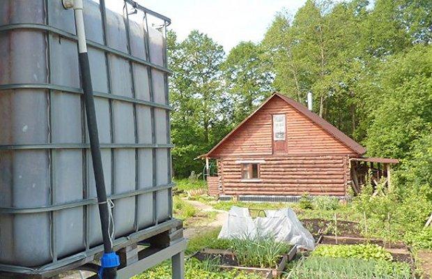Накачивание воды из родника в специальный резервуар