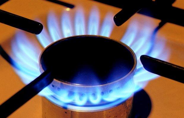 Голубое пламя газа на кухонной плите