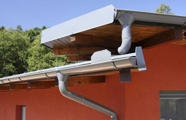 Правильный монтаж трубы водосточной системы
