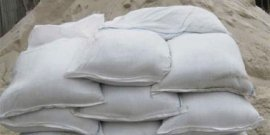 Сухой песок в мешках