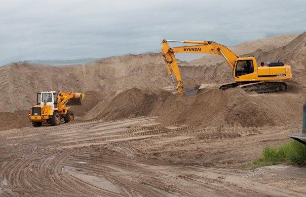 Добывание песка в карьере