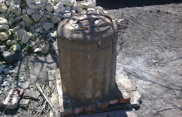 Изготовление глиняной печи из деревянной бочки
