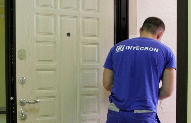 Специалист по установке стальных дверей