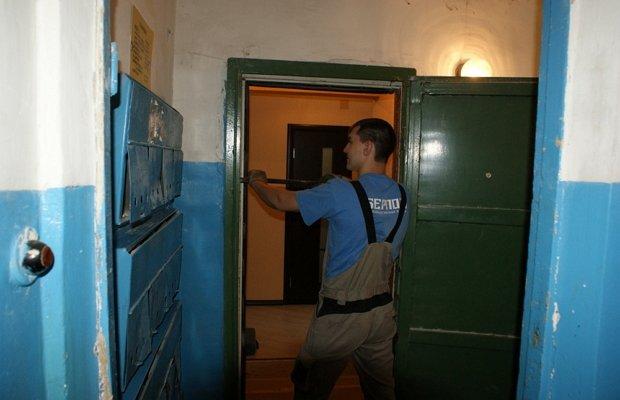 Демонтаж дверного полотна